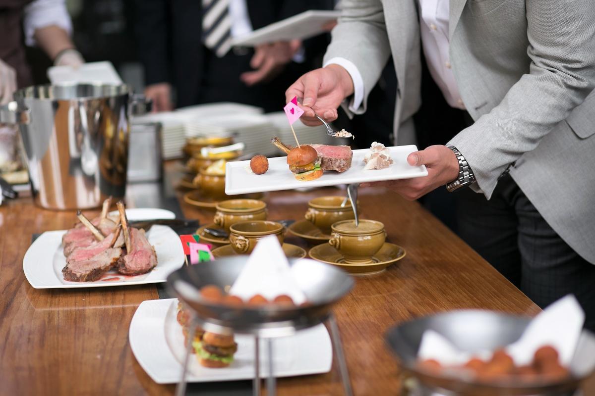 1.5次会など立食パーティのお料理も贅沢でお洒落にご用意。