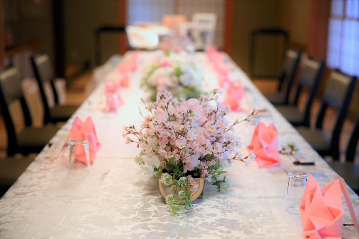 春の婚礼に相応しい桜を使用したコーディネート