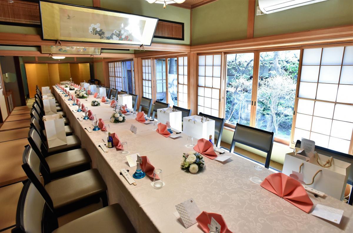 披露宴のテーブルクロスやナフキンは、色の組み合わせなど自由にお選び頂けます