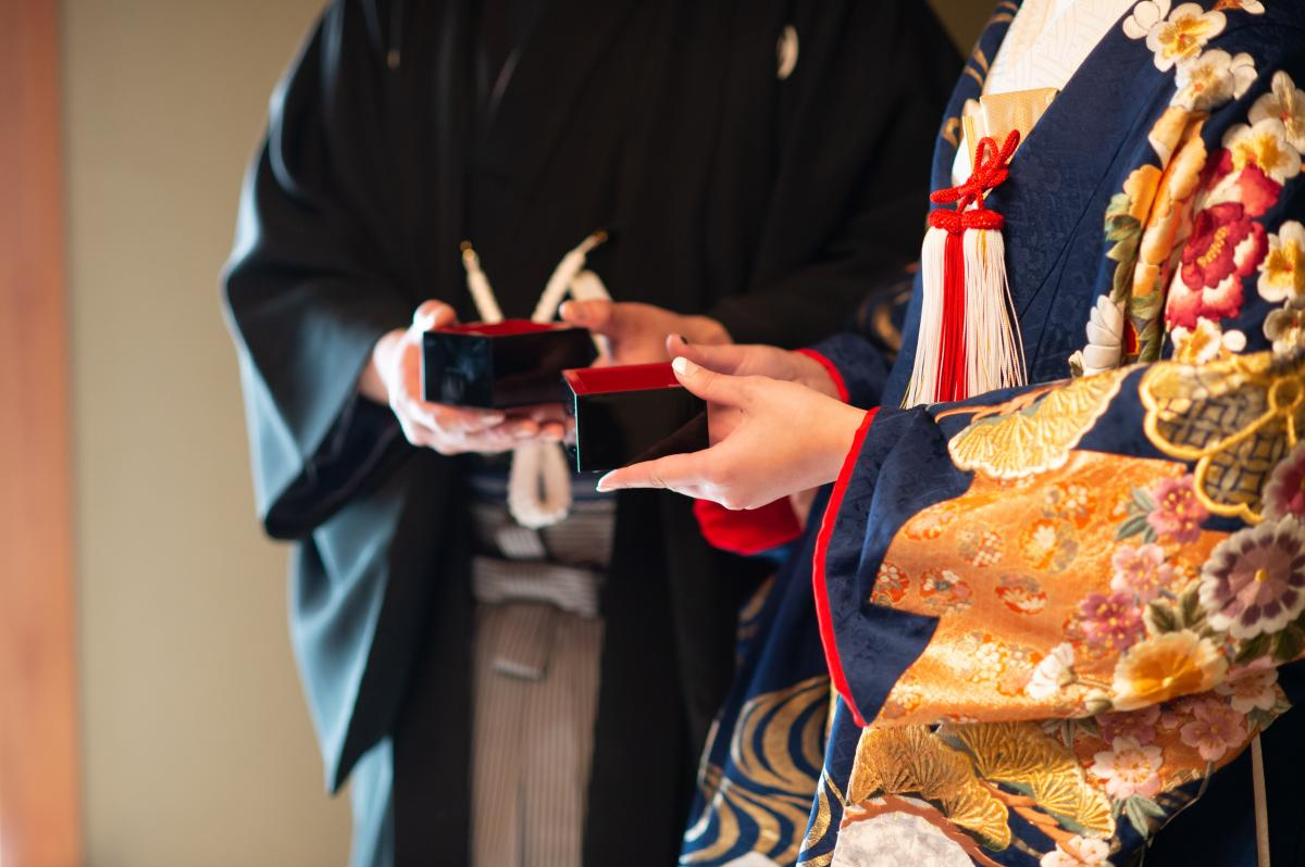 乾杯は鏡開きをした日本酒で。オリジナルの枡で乾杯もOK