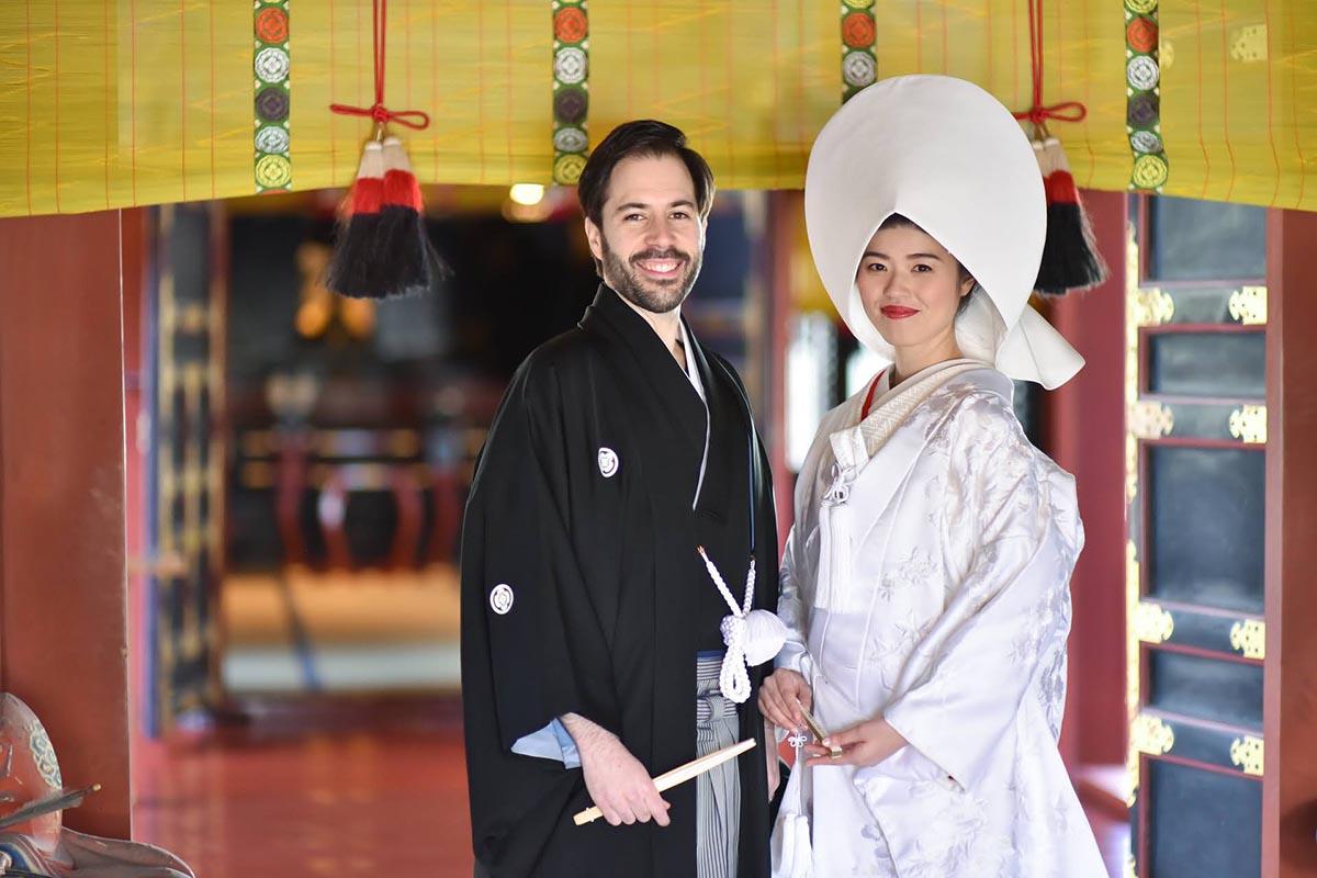 浅草神社での結婚式。国際結婚カップルも数多くご案内しています